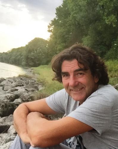 Kurt Fenkart bei einem Spaziergang an der Donau